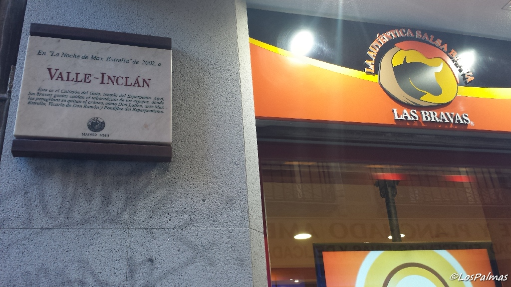 Bar Las Bravas de Madrid con la placa de Valle Inclán